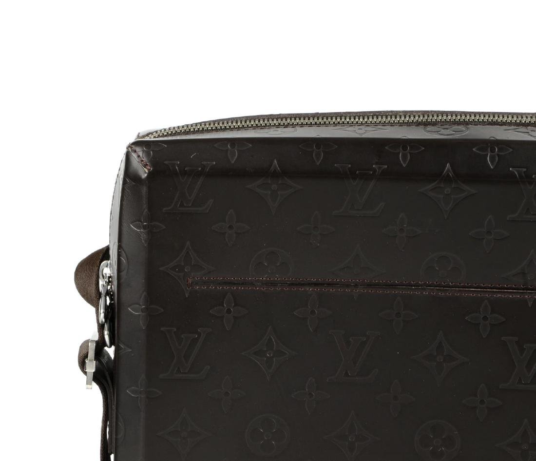 LOUIS VUITTON - a Monogram Steve Cafe messenger bag. - 3
