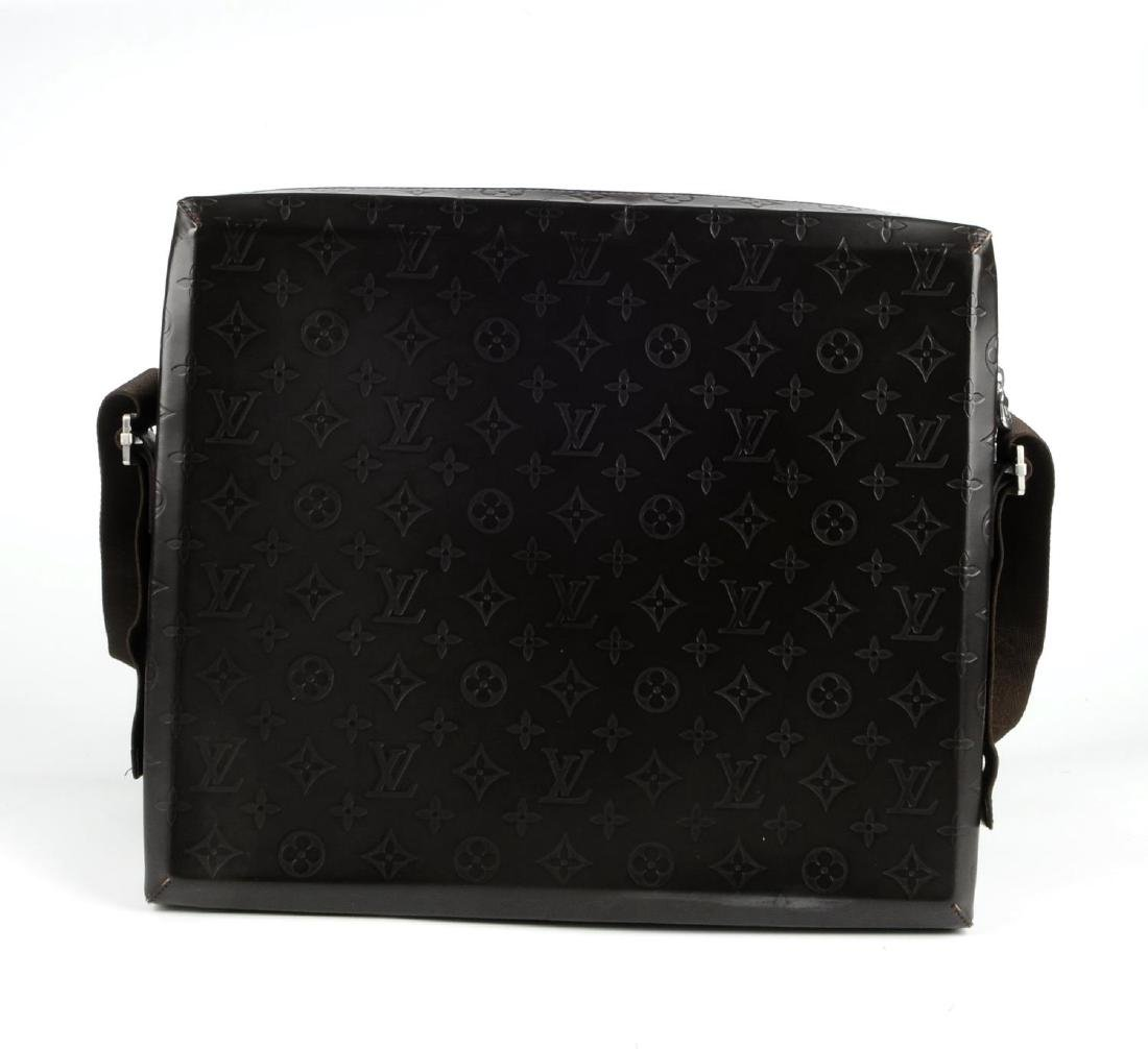 LOUIS VUITTON - a Monogram Steve Cafe messenger bag. - 5