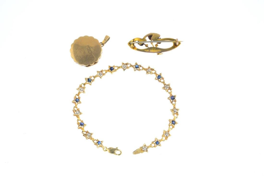 A selection of jewellery. To include a mid 20th century - 2