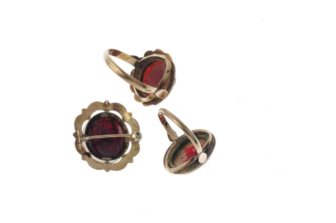 Two carnelian rings and a garnet brooch. To include a - 2