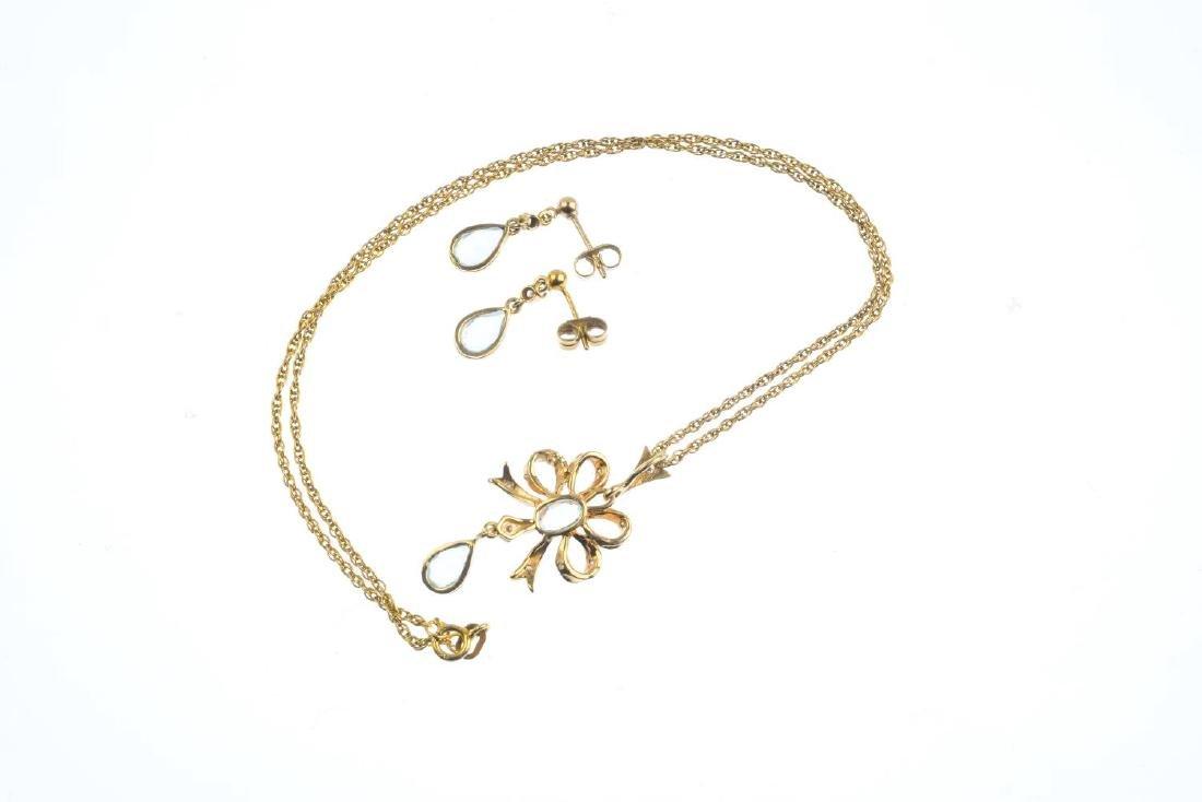 A set of 9ct gold aquamarine and diamond jewellery. To - 4