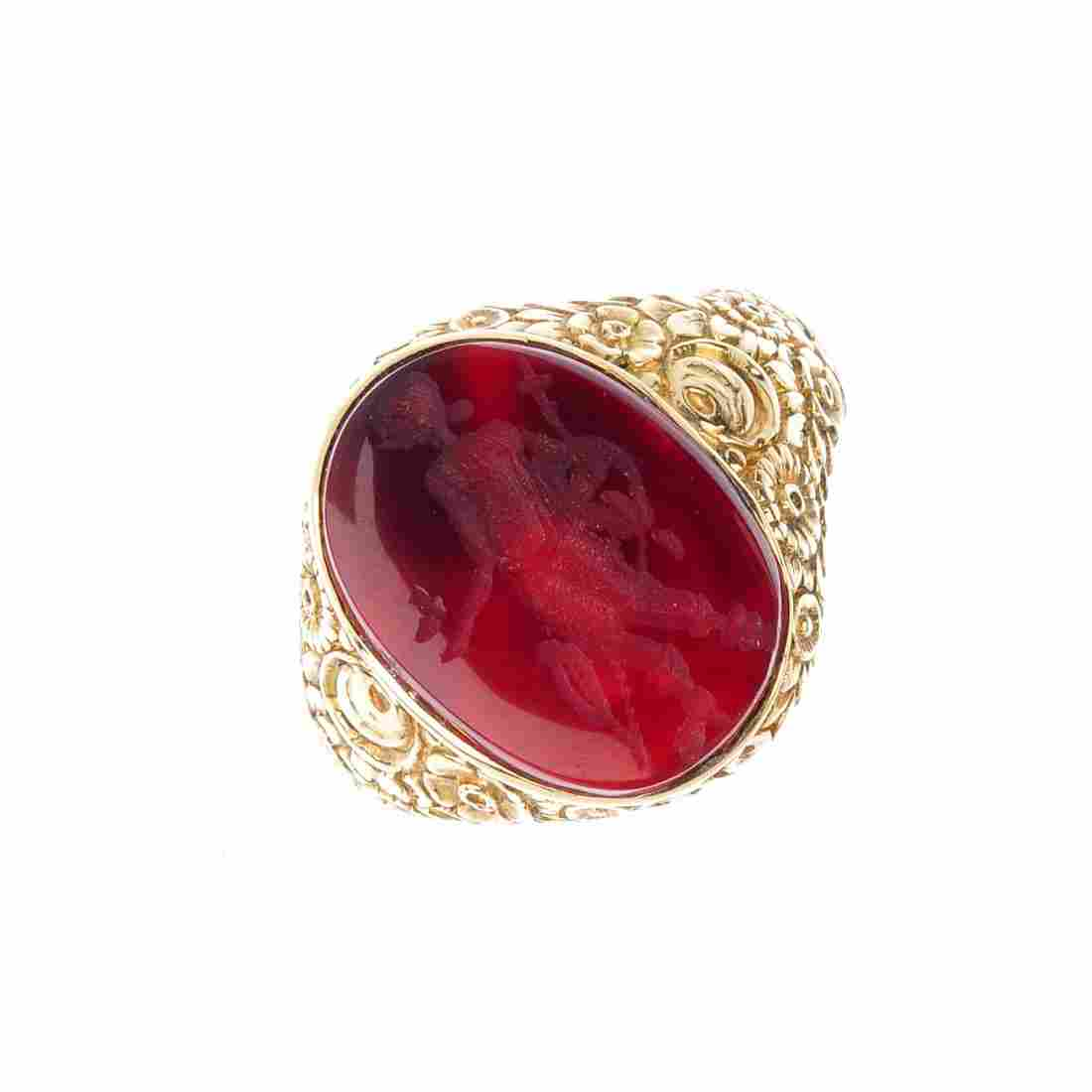 A gentleman's intaglio signet ring. The oval-shape