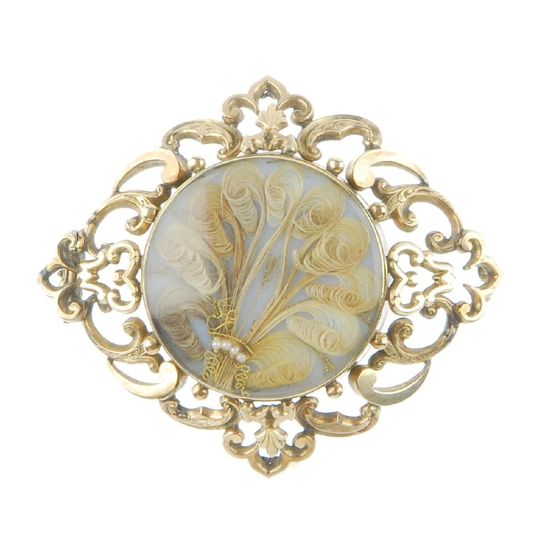 A late Victorian 9ct gold memorial brooch. The glazed