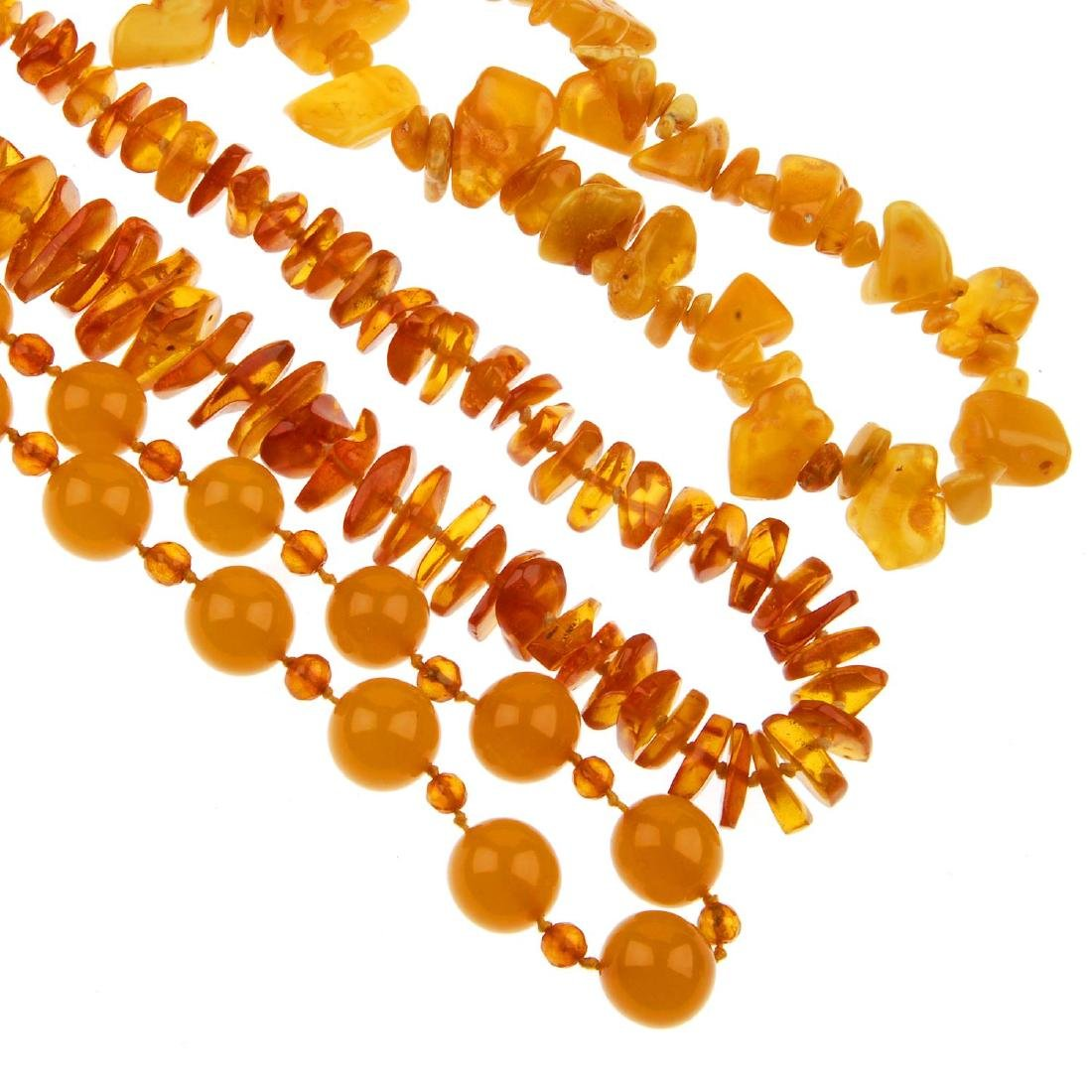 Five items of amber jewellery. One necklace comprising