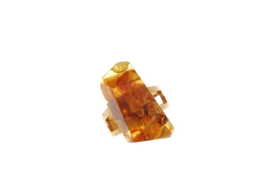 A selection of mainly amber jewellery. To include three - 8