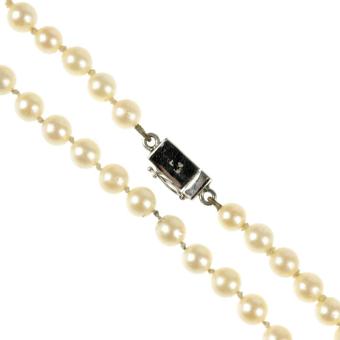 A cultured pearl necklace. The single row of cultured
