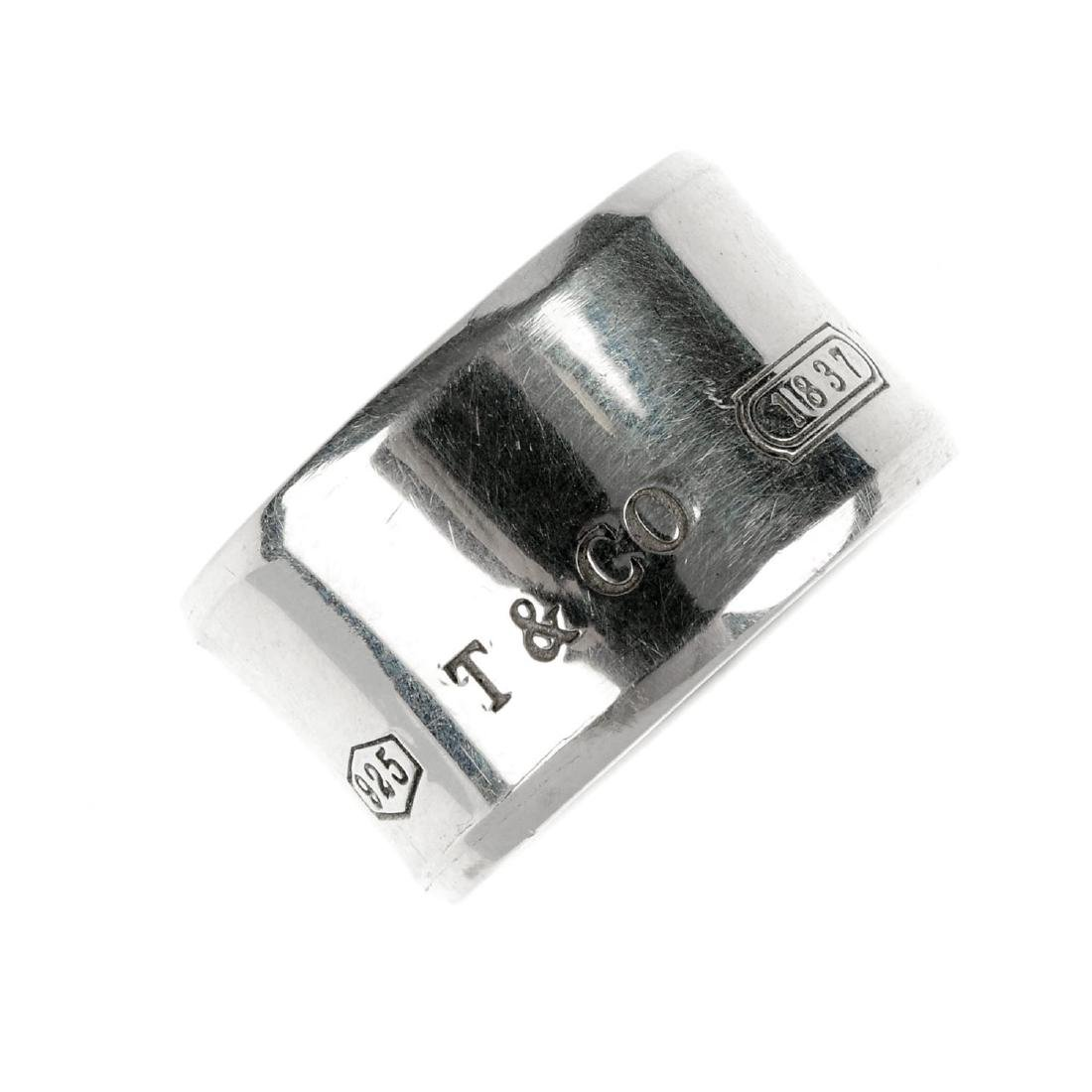 TIFFANY & CO. - a ring. The broad band engraved '925 T