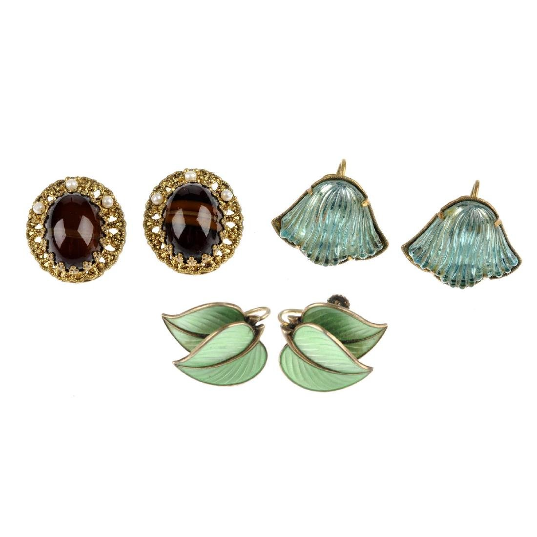 A selection of costume jewellery and a vanity set. To