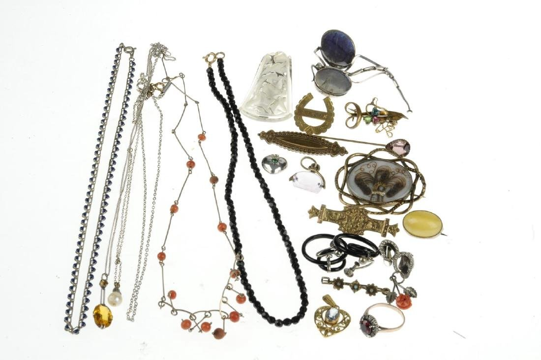 A selection of jewellery. To include a necklace of wire - 2