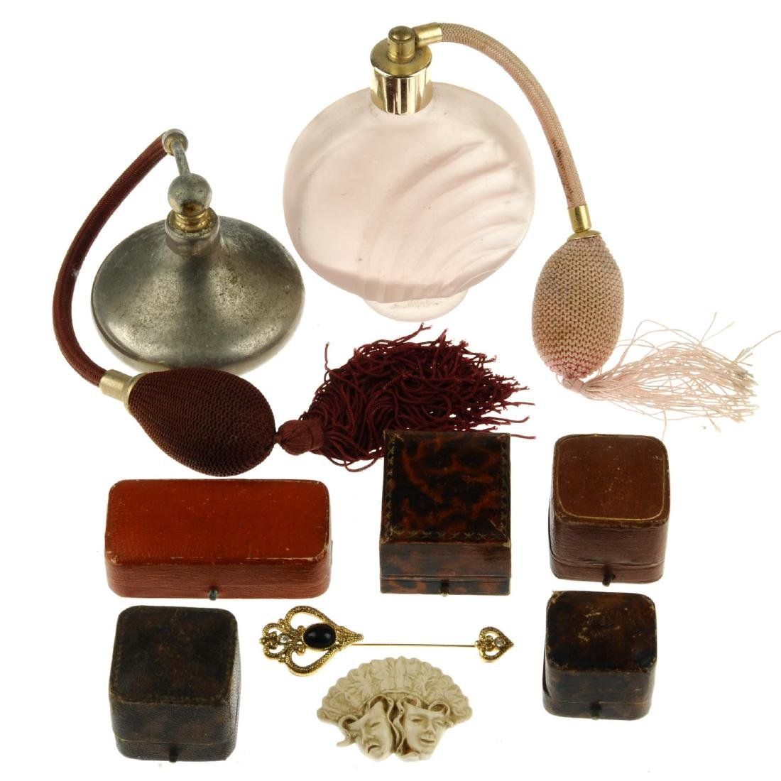 A quantity of costume jewellery and novelties. To