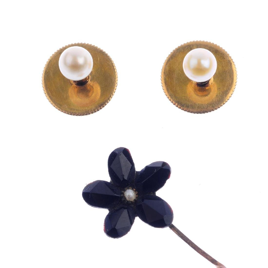 A pair of cultured pearl dress studs and a floral