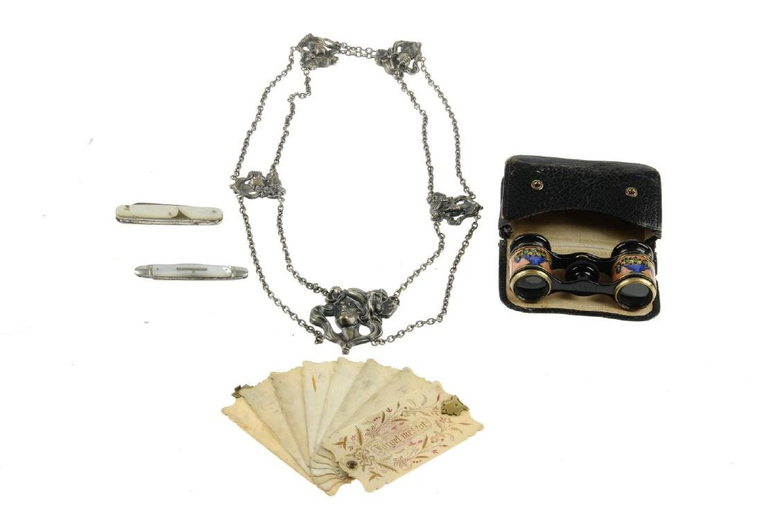 A selection of mainly early 20th century accessories. - 2