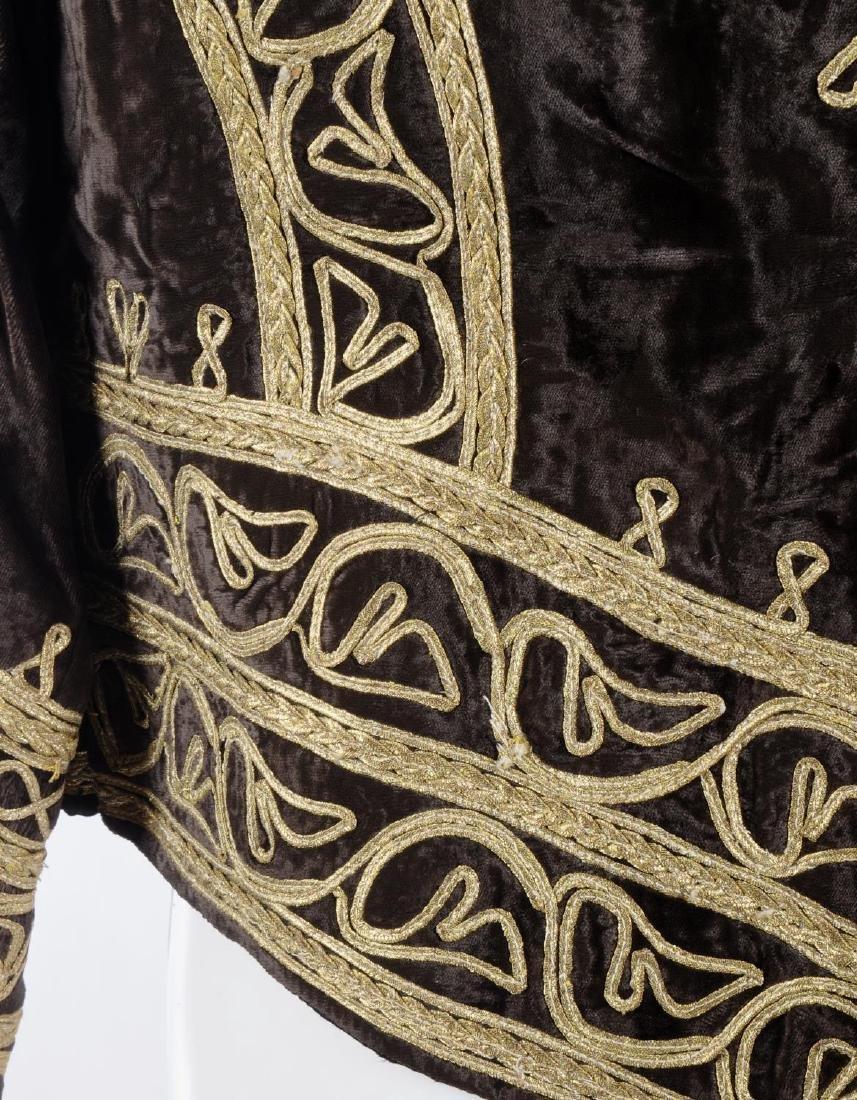 A brown velvet jacket. Designed with a brown velvet - 3