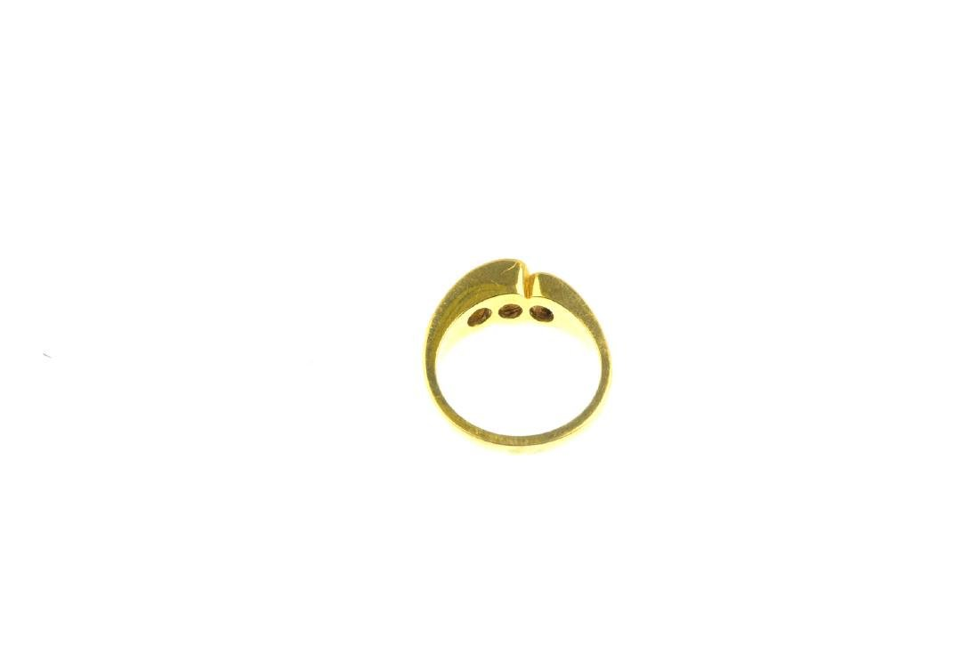 An 18ct gold diamond three-stone ring. The graduated - 3