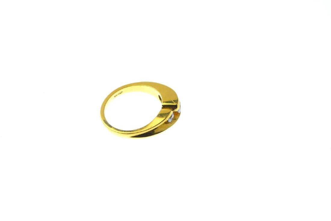 An 18ct gold diamond three-stone ring. The graduated - 4