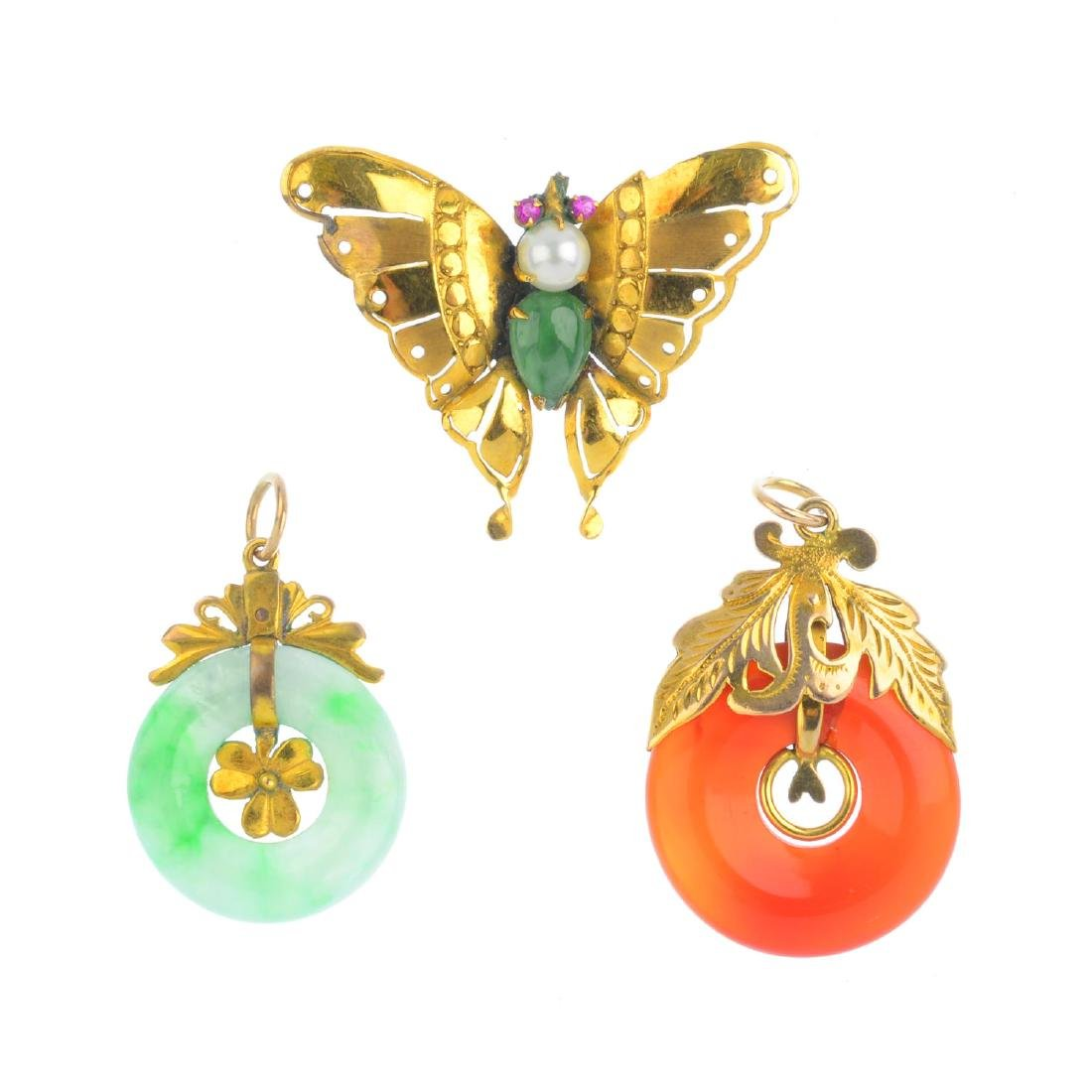 Three items of gem-set jewellery. To include a jade,