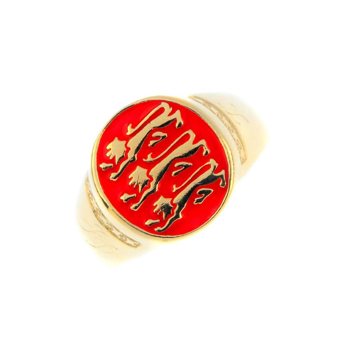 A gentleman's 9ct gold and enamel signet ring. Of oval