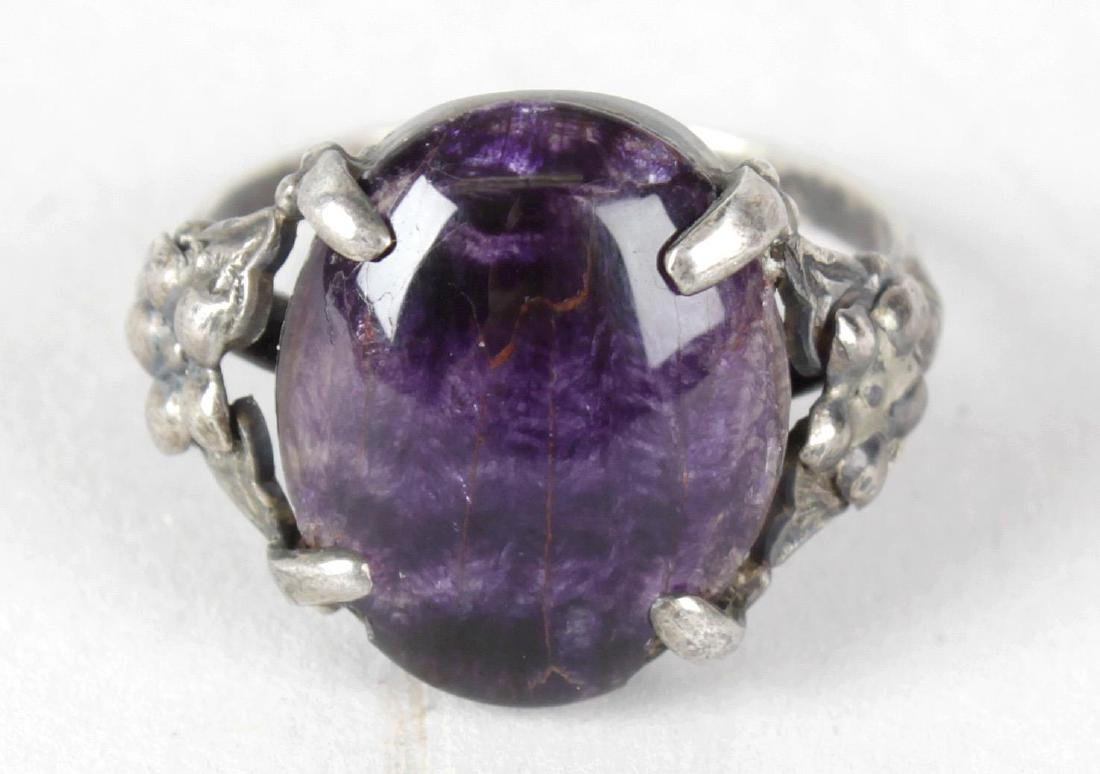 A Blue John and sterling silver ring. Twelve vein, the