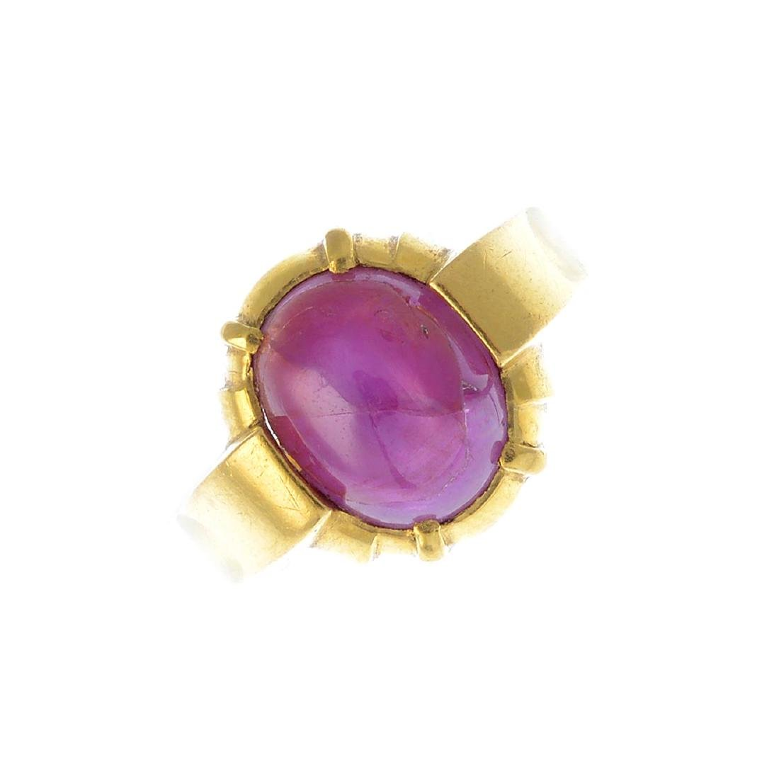 (205872) A ruby single-stone ring. The star ruby