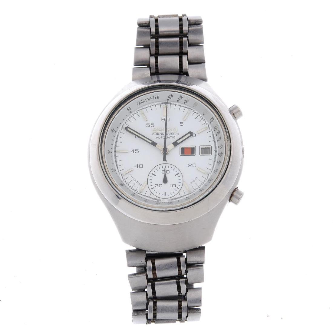 SEIKO - a gentleman's chronograph bracelet watch.