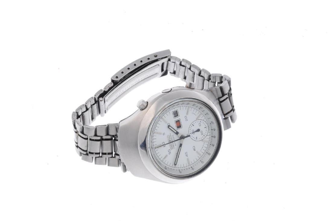 SEIKO - a gentleman's chronograph bracelet watch. - 3