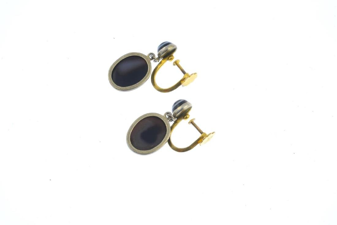 A pair of late Victorian banded agate earrings. Each - 2