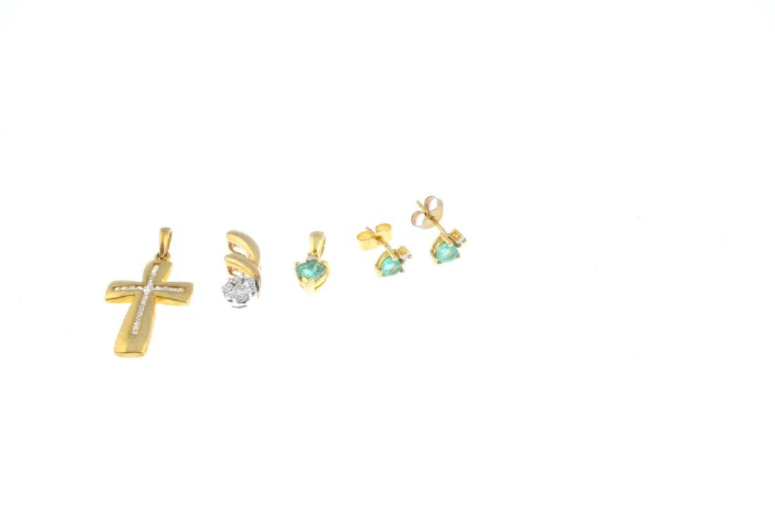 A selection of 9ct gold jewellery. To include a diamond - 2