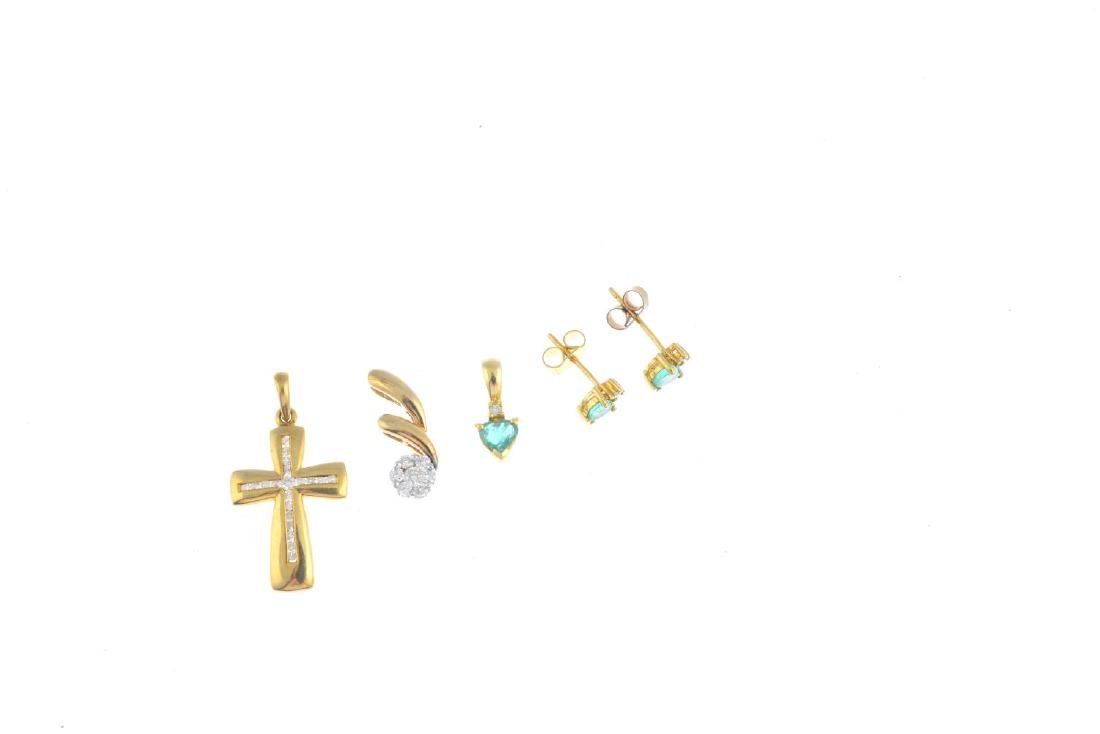 A selection of 9ct gold jewellery. To include a diamond - 3