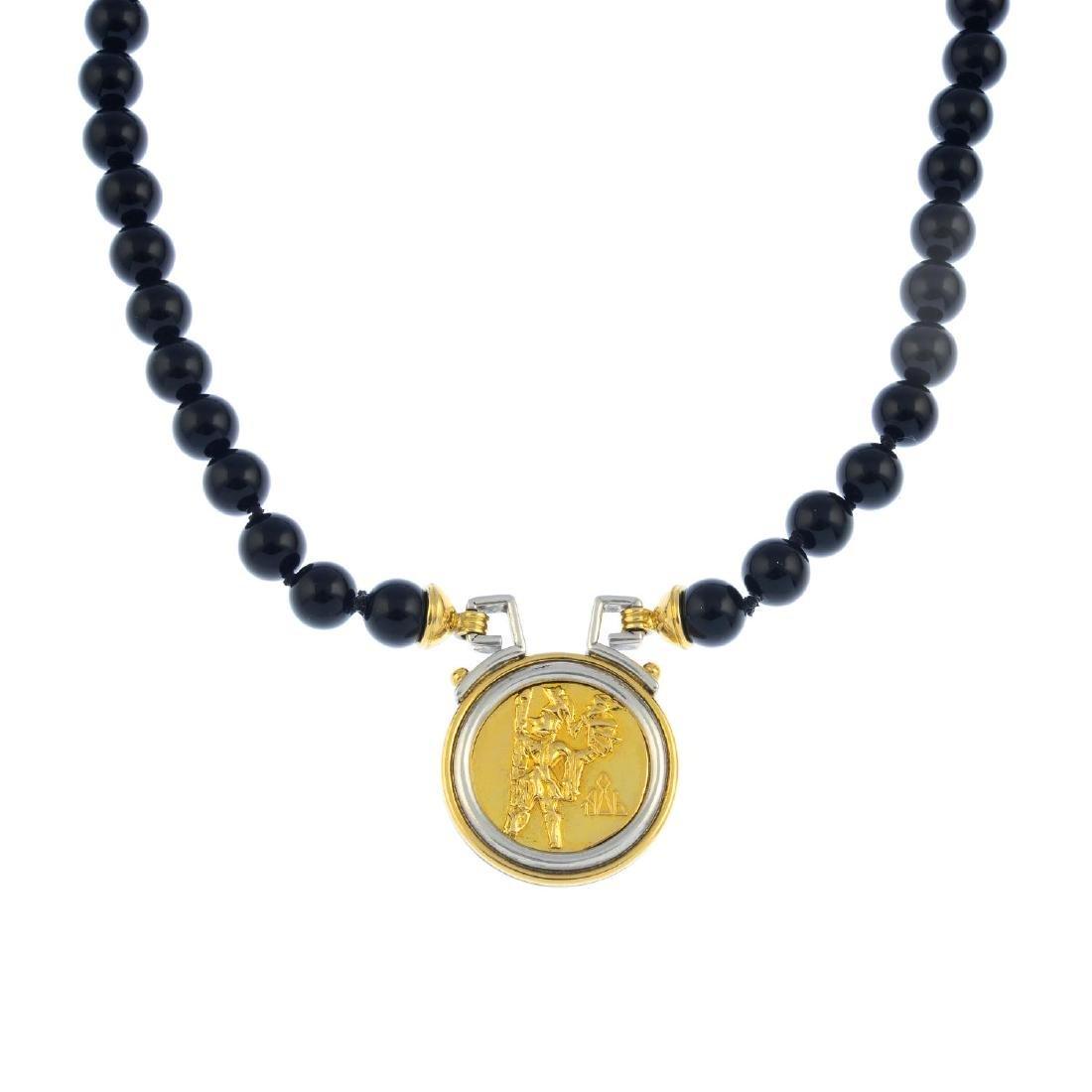 An onyx necklace. Of bi-colour design, the