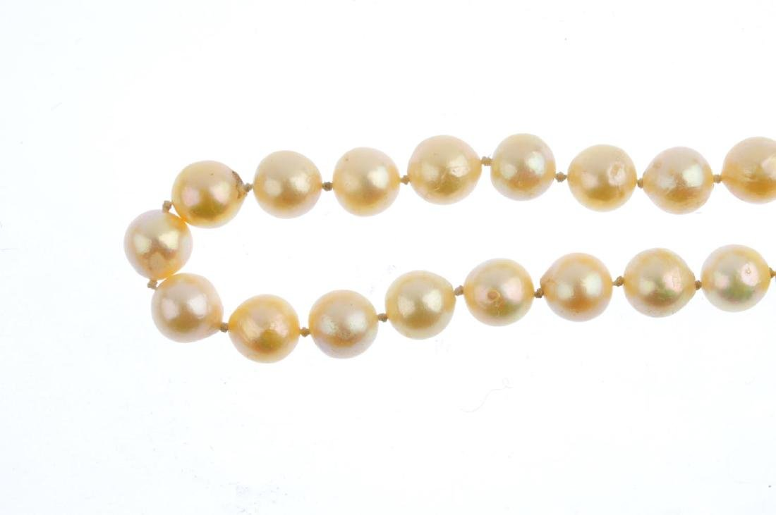 A 9ct gold cultured pearl single-strand necklace. - 2
