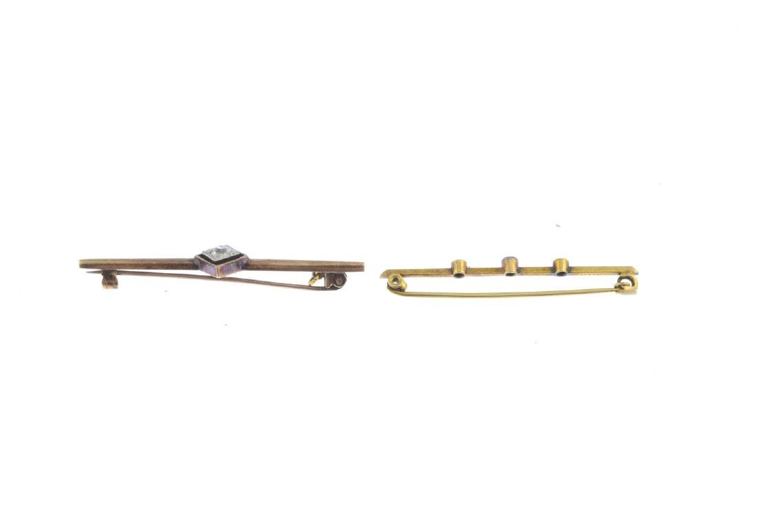 Two early 20th century bar brooches. To include an - 2