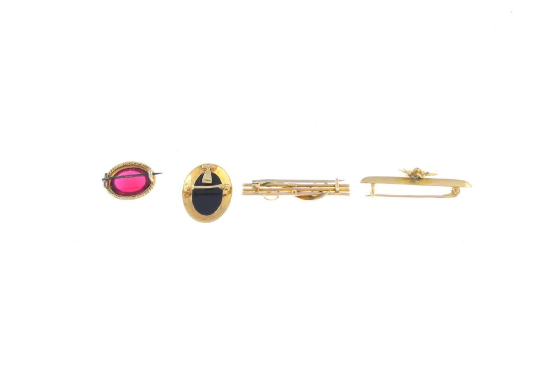 Four gem-set brooches. To include an early 20th century - 3