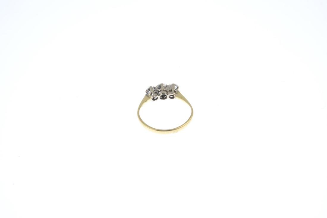A diamond three-stone ring. The slightly graduated - 3