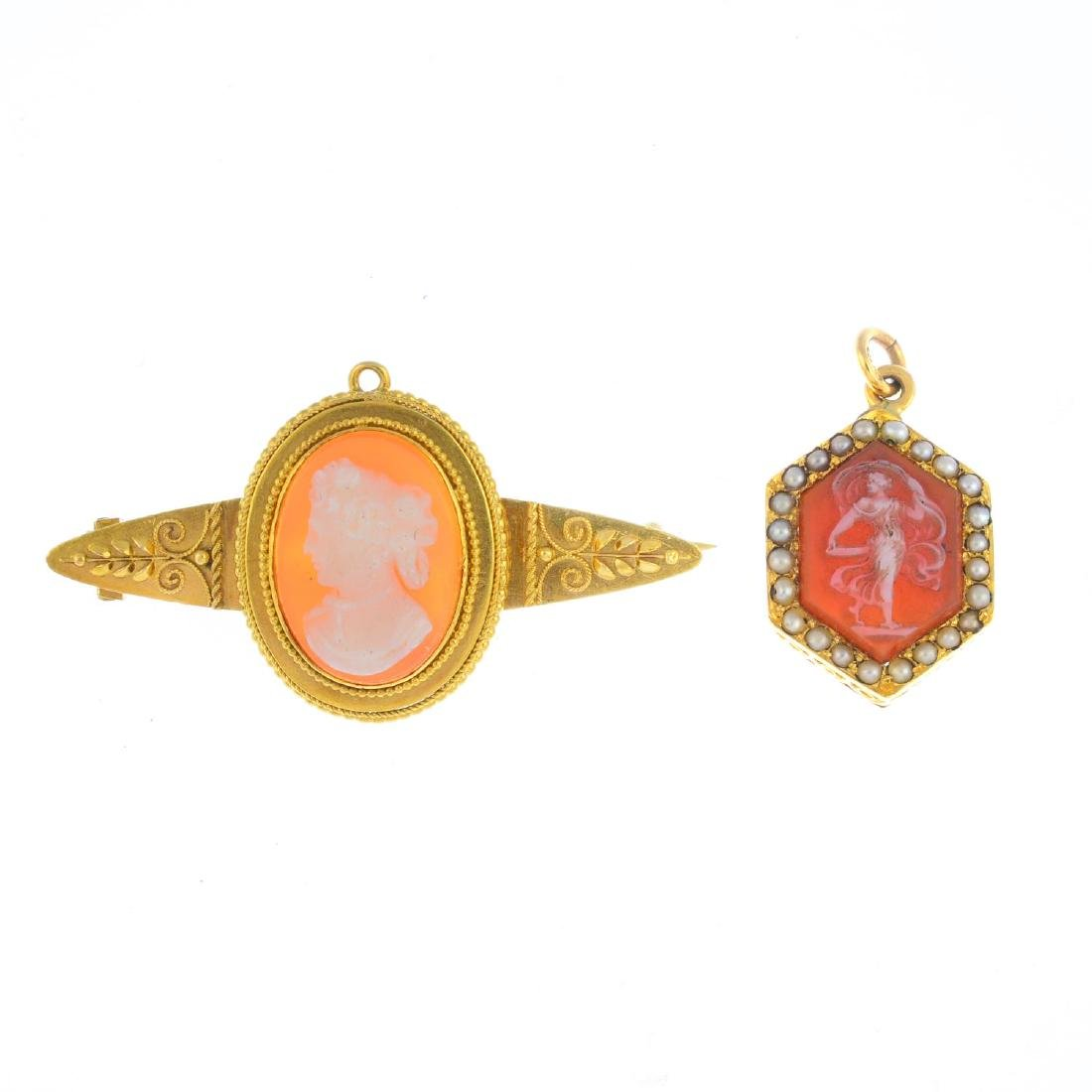 Two late Victorian gold agate cameo jewellery. To
