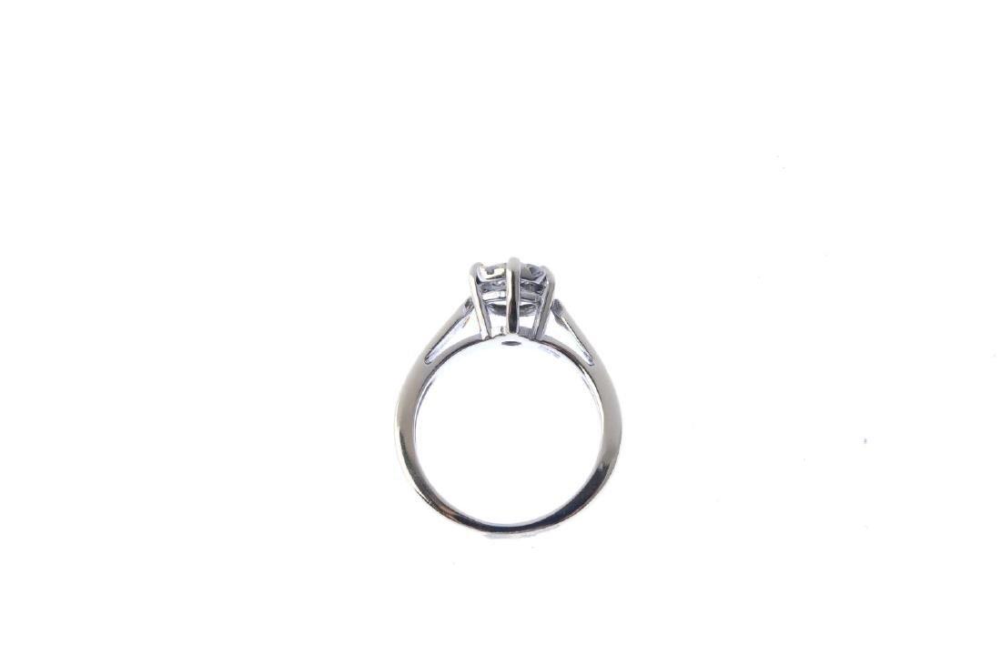 A diamond cluster ring. The brilliant-cut diamond, - 2