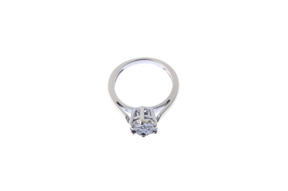 A diamond cluster ring. The brilliant-cut diamond, - 3