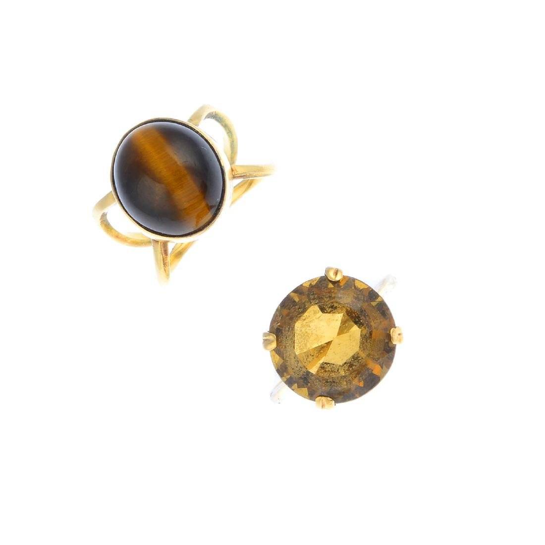 Two gem-set single-stone rings and a citrine bar