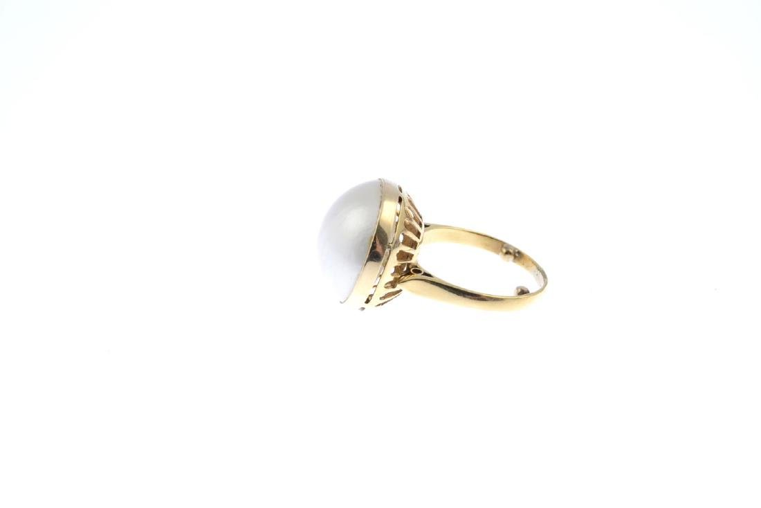 A mabe pearl ring. The mabe pearl, with openwork - 2
