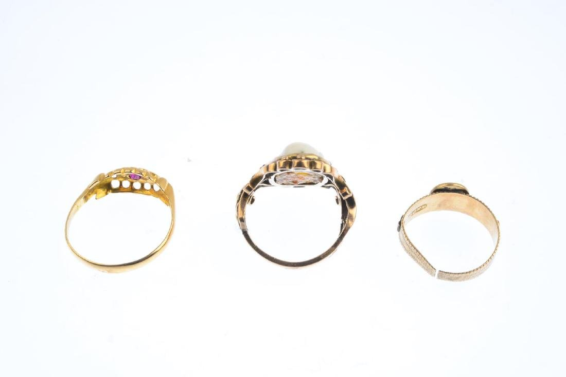 Three gem-set rings. To include a shell cameo dress - 3