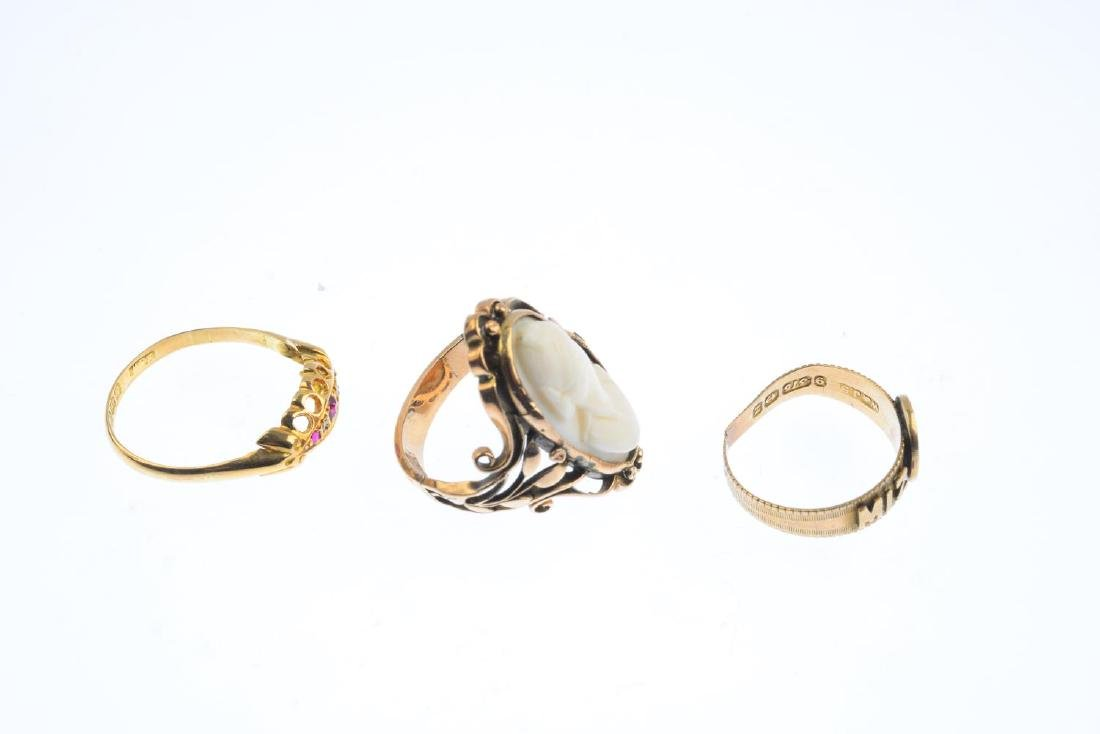 Three gem-set rings. To include a shell cameo dress - 4