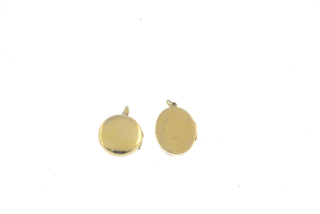 Two lockets. To include a 9ct gold oval locket, with a - 2