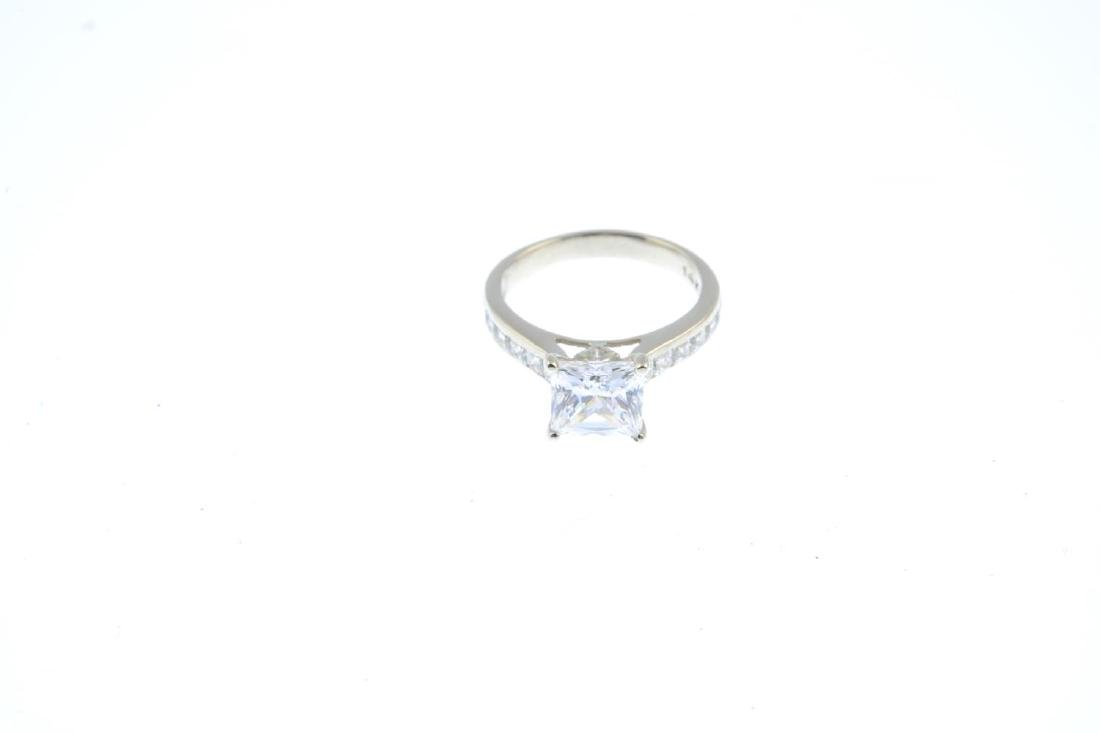 (52863) A cubic zirconia dress ring. The square-shape - 2