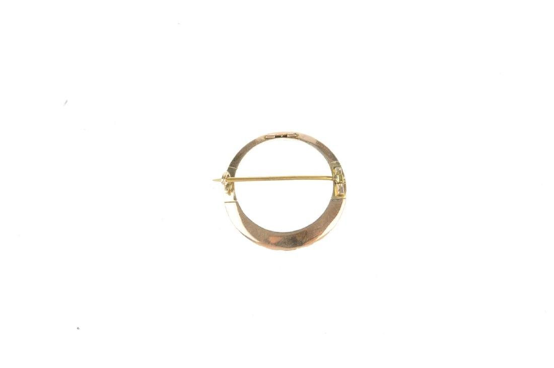 A split pearl brooch. Of open circle design, slimmer to - 2