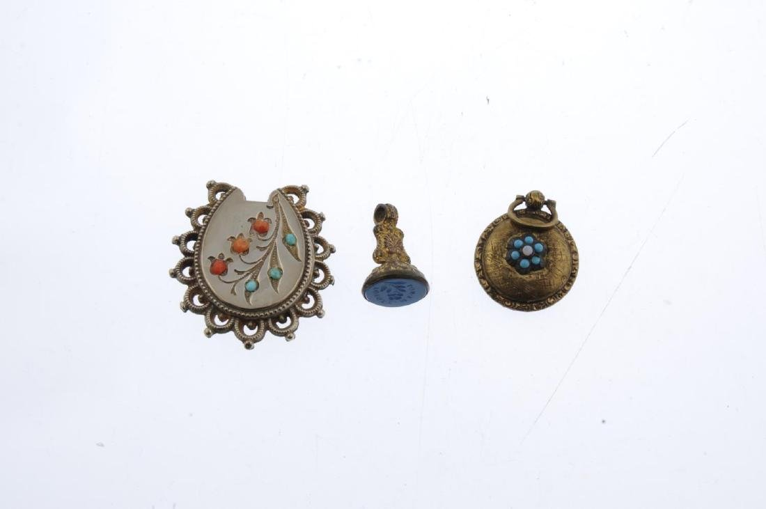 Five items of mainly late 19th to early 20th century - 2