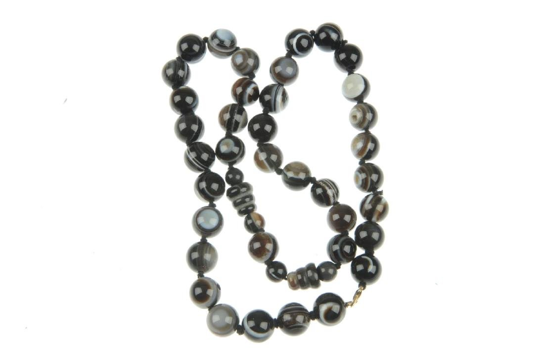 A banded agate bead necklace. The necklace of spherical - 2