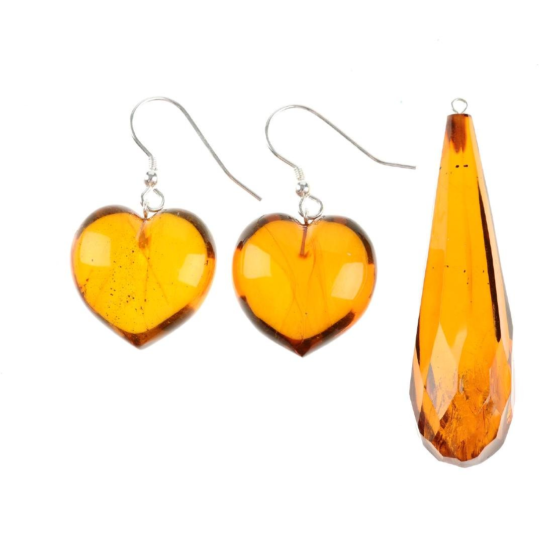 Two pairs of natural Dominican Republic amber ear