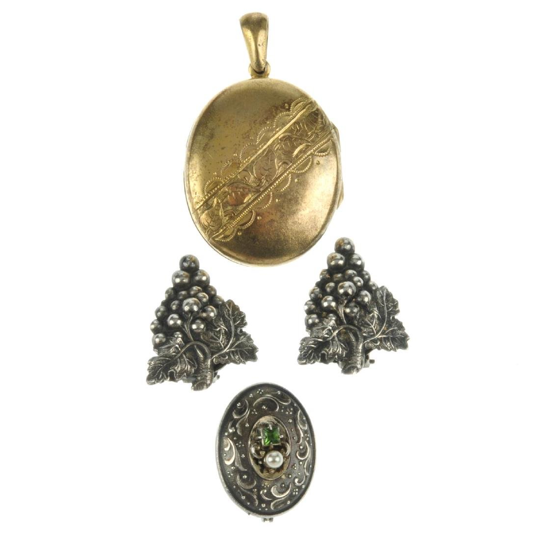 Six items of silver and white metal jewellery, to