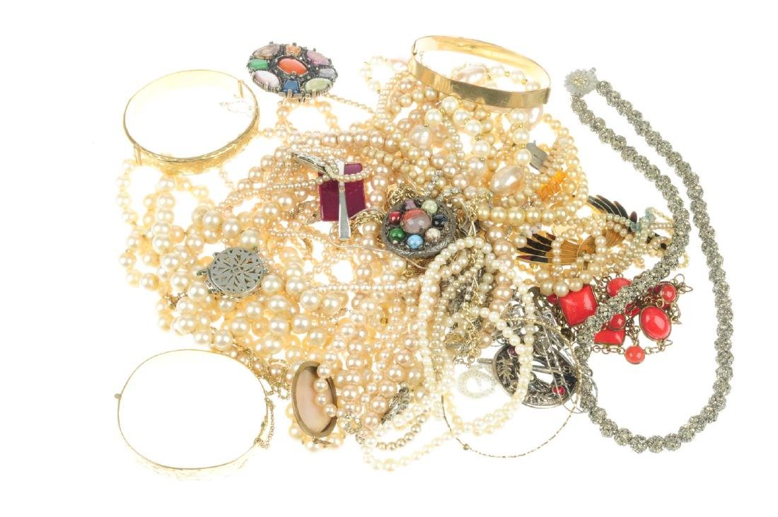 A selection of costume jewellery. To include a necklace - 2