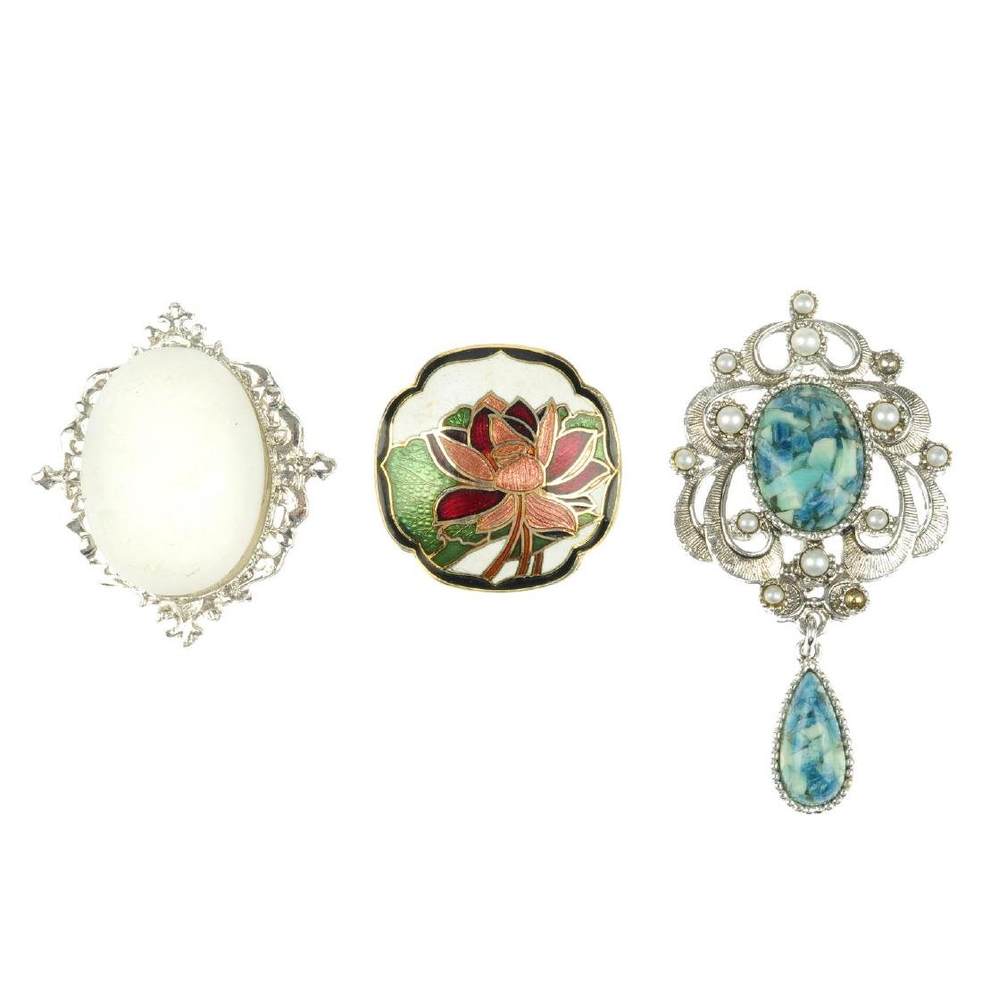A selection of costume jewellery brooches. To include a