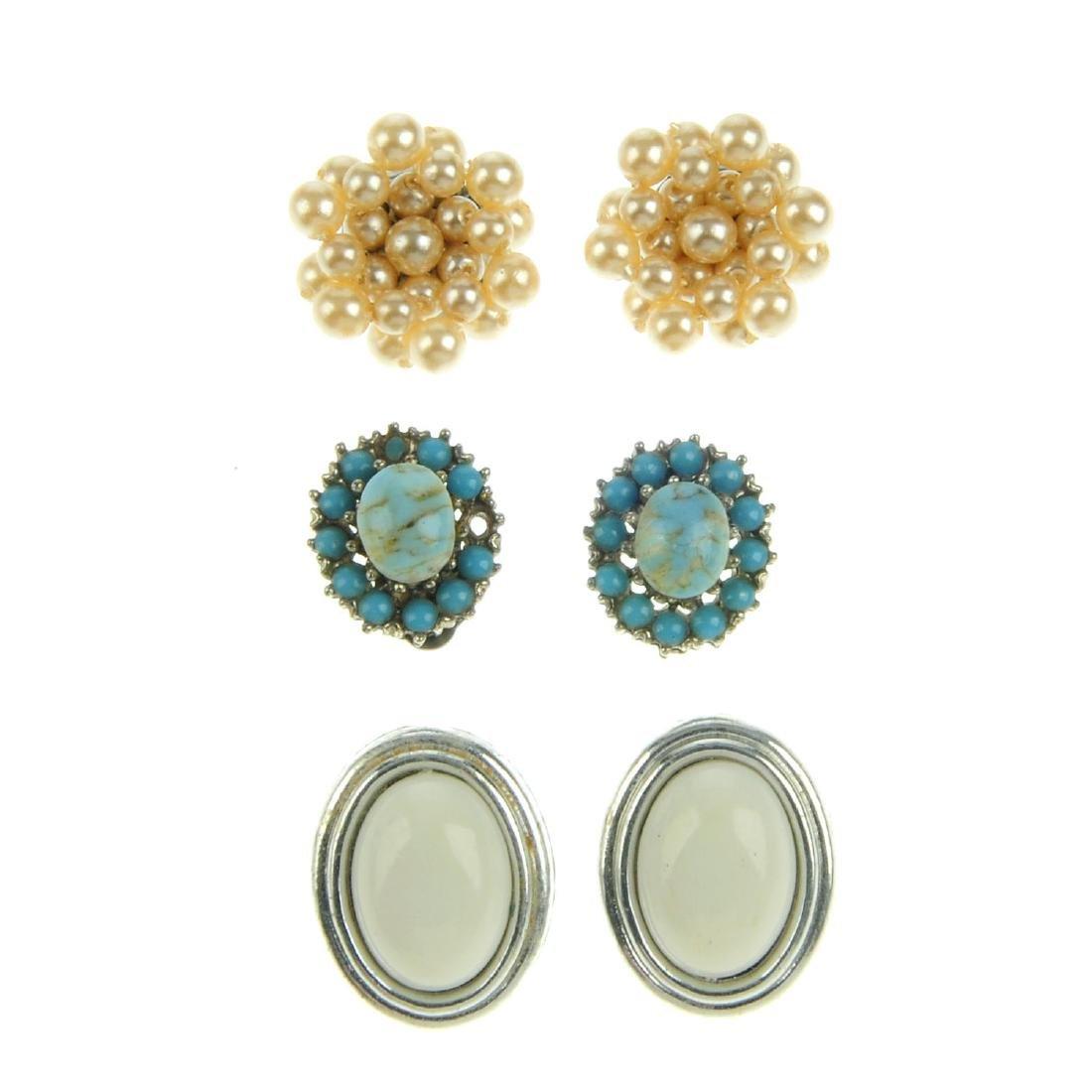 A quantity of costume jewellery clip earrings. To